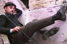 Пакистанський «Чарлі Чаплін» старається розвеселити людей у важкі часи
