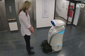 Прибирання й пісні: робот розважає медиків і пацієнтів лікарні в Мюнхені