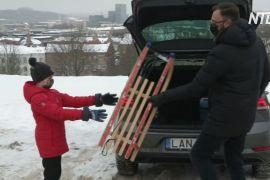 У Литві прокатні машини укомплектували санками