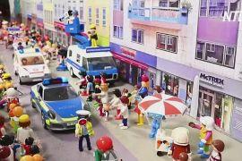 Німецька сім'я відтворила карнавал «Розенмонтаг» за допомогою іграшок Playmobil