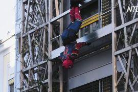 Віденські спецпризначенці переодягнулися в супергероїв, щоб розважити дітей у лікарні