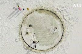 Естонець змайстрував карусель із льоду прямо в Балтійському морі