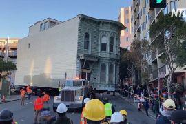 Старовинний будинок у Сан-Франциско переставили на іншу вулицю
