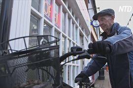 Найстаріший британський розвізник газет вирішив поки не виходити на пенсію