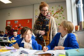 Британські діти повертаються за шкільні парти