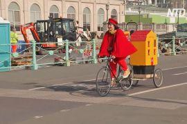Мініпаб на колесах: англійка доставляє напої до дверей клієнтів
