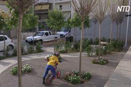 Мініпарки допомагають афінянам пережити спеку й задуху