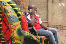 Руандійські майстри перетворюють старі покришки на крісла, столи та взуття