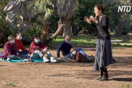 Театр із доставлянням: італійські актори приїжджають за викликом до парків