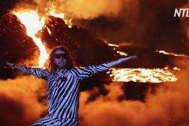 Вогняне шоу в Ісландії: тисячі туристів поспішають до активного вулкана