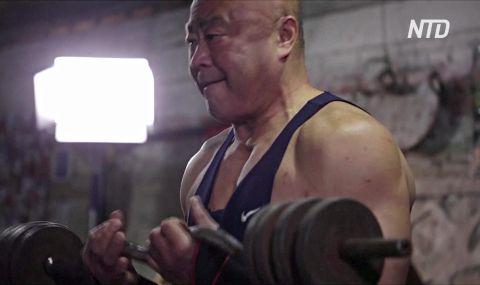 Пекінські дідусі вже майже 40 років тягають залізо в тренажерному залі