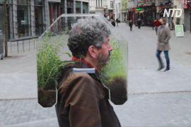 Оазис на голові: бельгієць замість маски надіває на себе мінітеплицю
