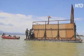 У Кенії евакуювали жирафів з острова, що повільно йде під воду