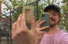 Нью-йоркський художник ховає свої мінікартини в місті, щоб хтось їх знайшов