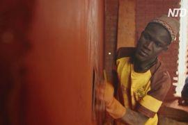 Сенегальці роблять цеглу із землі, щоби зводити прохолодні будинки