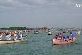 Сотні венеційських гондол узяли участь у регаті «Вогалонга»