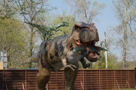 У Києві відкрився найбільший в Україні парк динозаврів