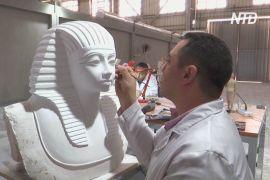 Маска Тутанхамона й бюст Нефертіті: у Єгипті роблять точні копії стародавніх речей