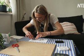 Британка робить листівки зі сміття з берегів Темзи