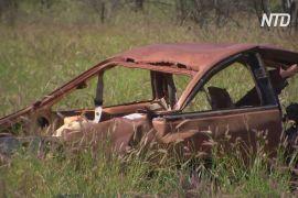 Австралійські майстри шукають у пустелі покинуті машини і їх ремонтують