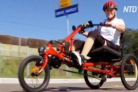 Для австралійки без ніг переробили трицикл