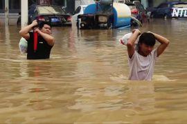 «Без їжі, води й електроенергії»: повінь відрізала від зовнішнього світу місто в Китаї