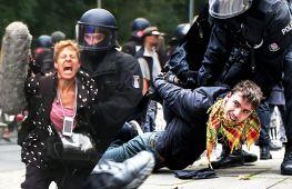 Жорсткі затримання учасників протесту проти «антиковідних» заходів у Берліні
