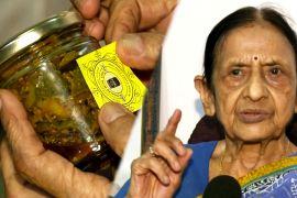 Індійська бабуся готує і продає консерви, щоб допомогти нужденним