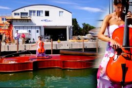 У Венеції побудували човен у вигляді гігантської скрипки