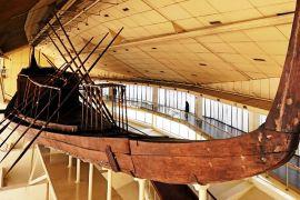 Сонячний човен фараона Хеопса перевезли до Великого Єгипетського музею