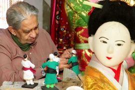 Колишній індійський інженер уже 30 років робить яскравих ляльок