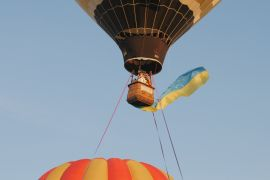 Незвичайний рекорд: 30 прапорів України підняли на повітряних кулях