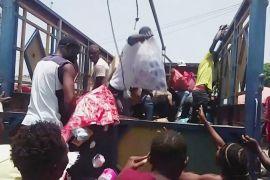 На Гаїті після землетрусу люди грабують вантажівки з їжею