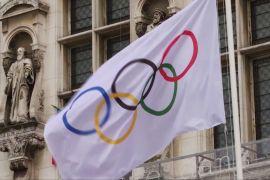 Олімпійський прапор прилетів до Парижа