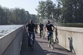На велосипеді крізь греблю: у Бельгії зробили унікальну велодоріжку