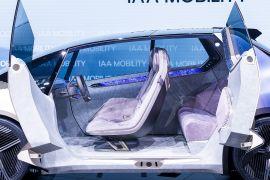Крутий і культовий: «BMW» показала концепт-кар зі сміття