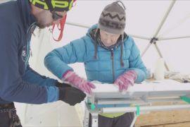 Науковці почали перегони із часом, збираючи давній лід
