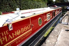 Рояль на воді: Лондоном плаває незвичайне судно