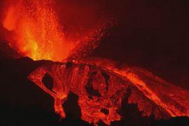 «Страшно й красиво»: подивитися на виверження вулкана на острові Пальма приїжджають туристи